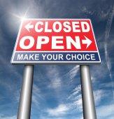 Fotografie offene oder geschlossene Straßenschild