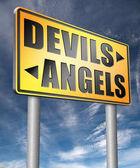 Fotografia segnale stradale di diavoli e Angeli