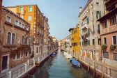 Venezia, bellissima città italiana romantica sul mare con grande canale e gondole