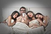 Fotografie Glückspilz im Bett
