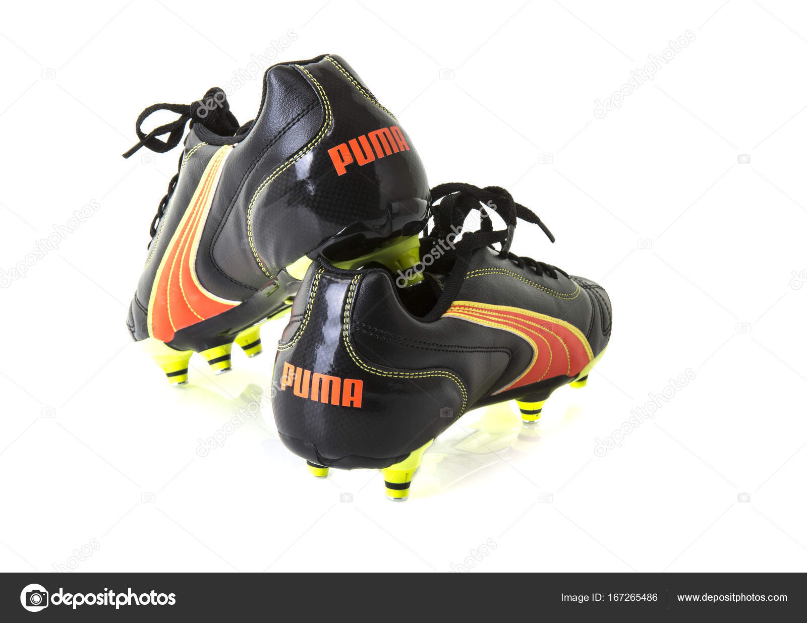 Paire Football De Blanc Sur Puma Chaussures Fond arEaxTUwRq