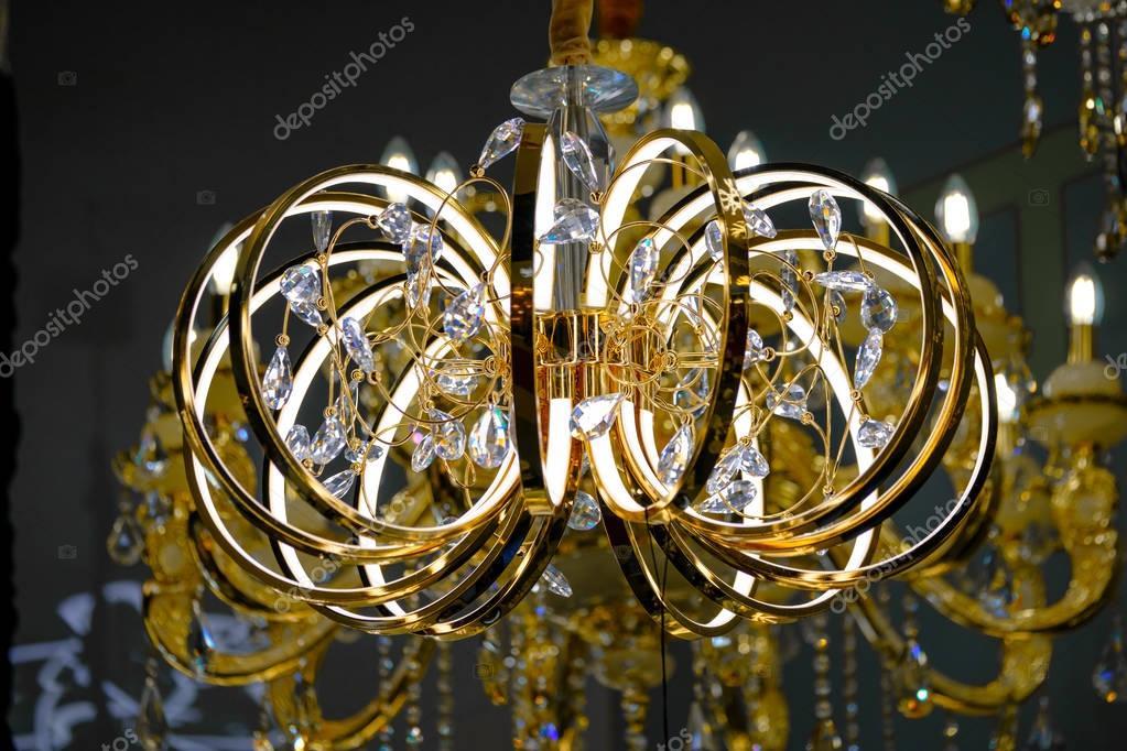 Moderne Kronleuchter Design ~ Moderne luxus kronleuchter design u stockfoto toxa