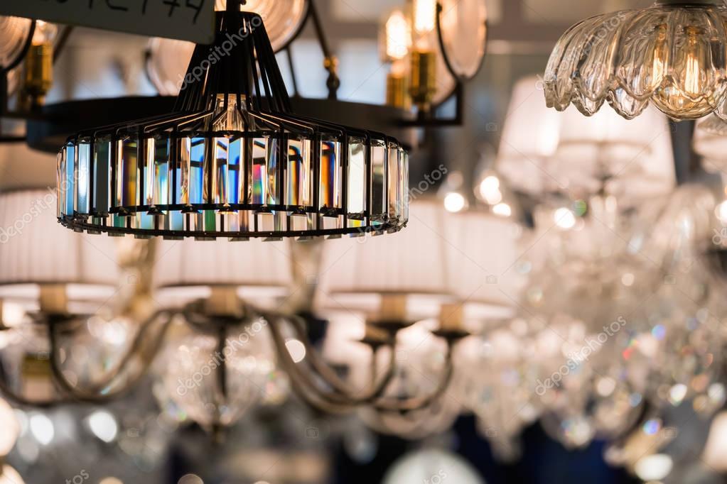 Beleuchtung Shop | Verschiedene Leuchter In Einem Beleuchtung Shop Stockfoto