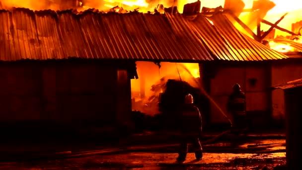 hasiči hasí požár