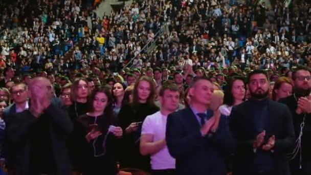 Teilnehmer an der Konferenz in der Kongresshalle des syergy global forum