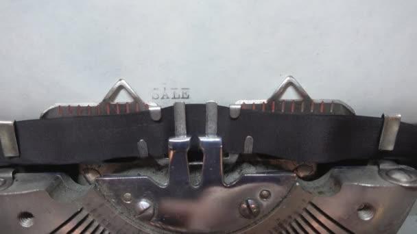 Psaní textu na psacím stroji