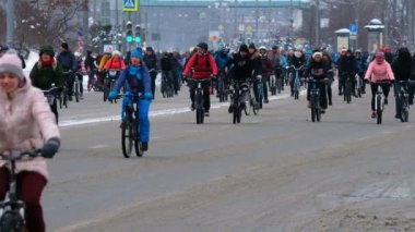 Many cyclists participate in winter bicycle parade around the city centre