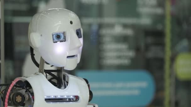 Beszélő humanoid android robot