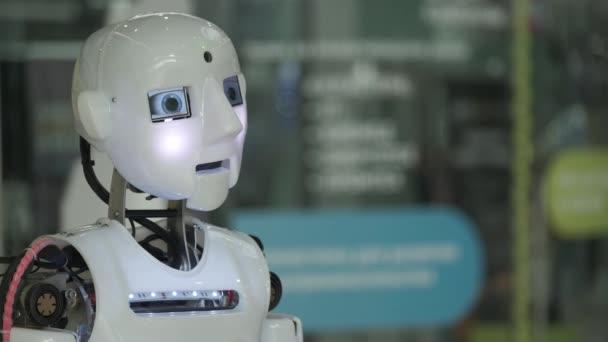 Mluvící humanoidní androidní robot