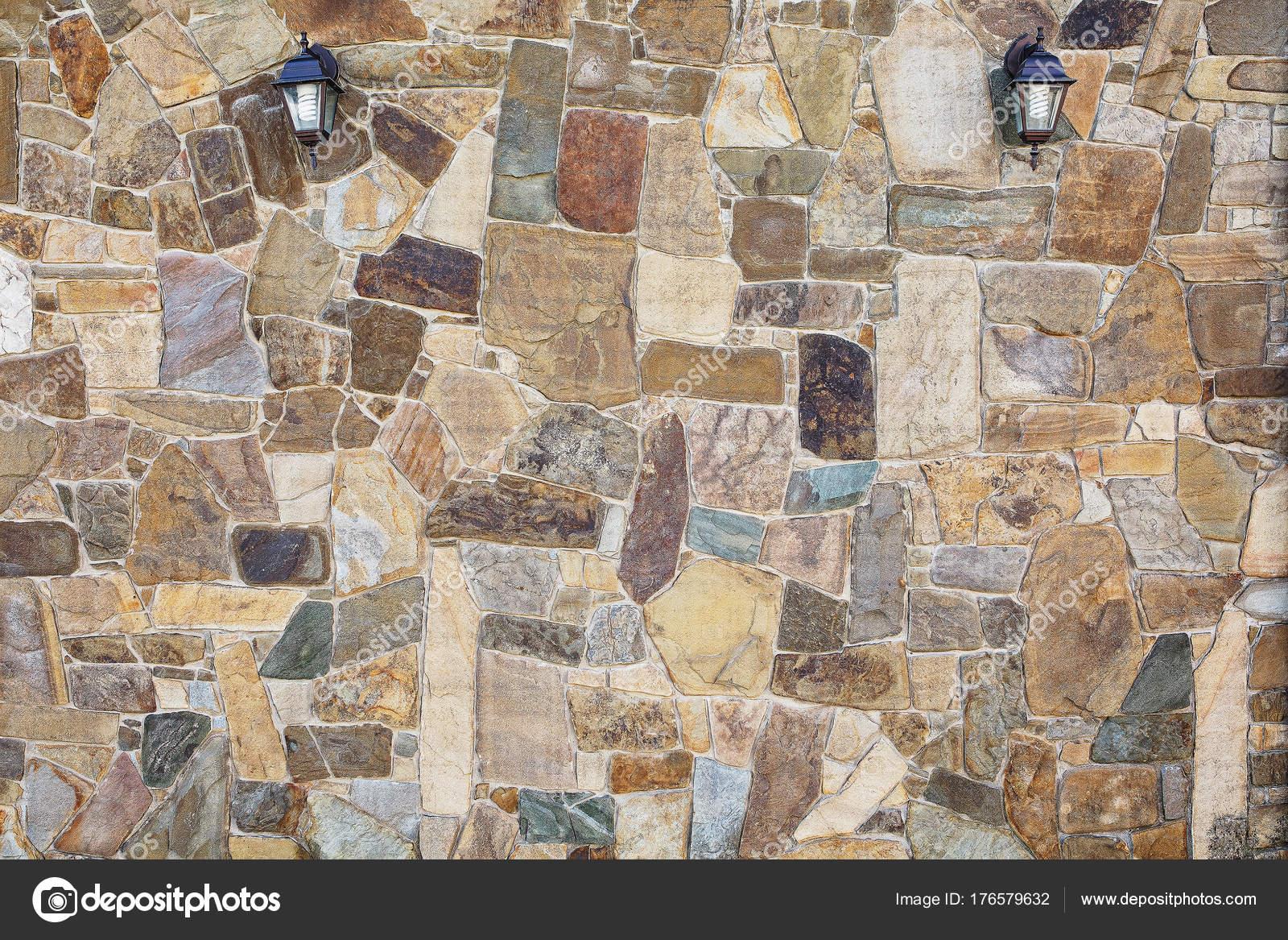 Steinmauer Im Garten Mit Lampen An Der Wand. Ein Naturstein U2014 Stockfoto