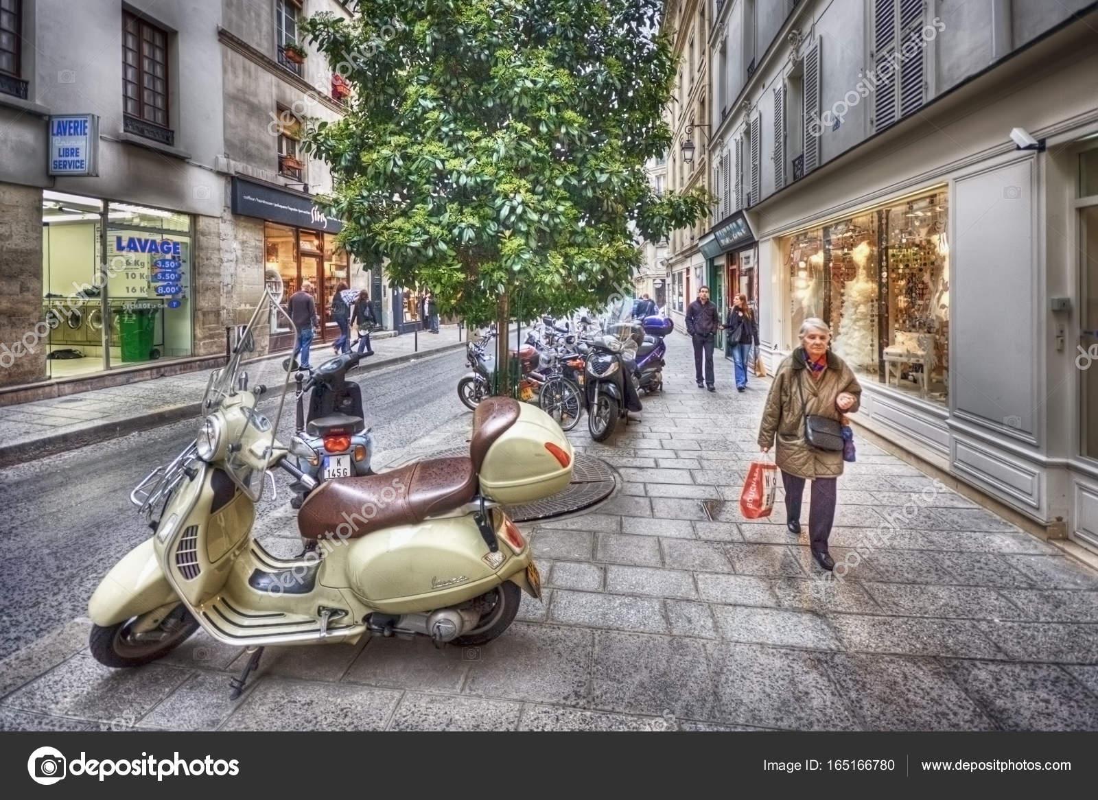 Rue du Roi de Sicile – Stock Editorial Photo © zheltikov #165166780