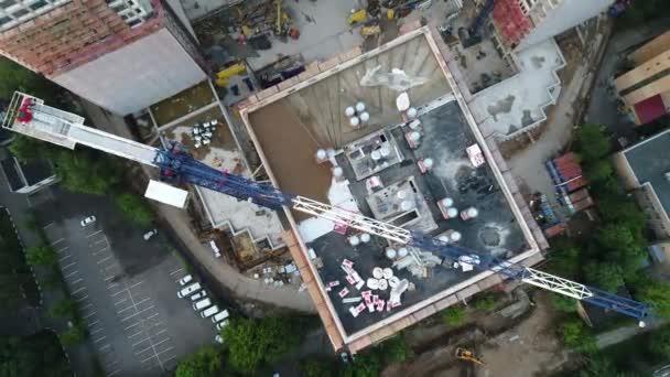 Felüljáró építés alatt az épületegyüttes