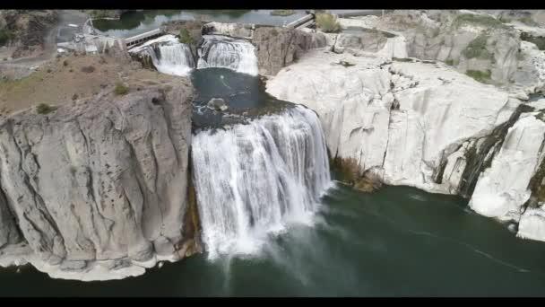 magas kilátás nyílik a shoshone vízesések