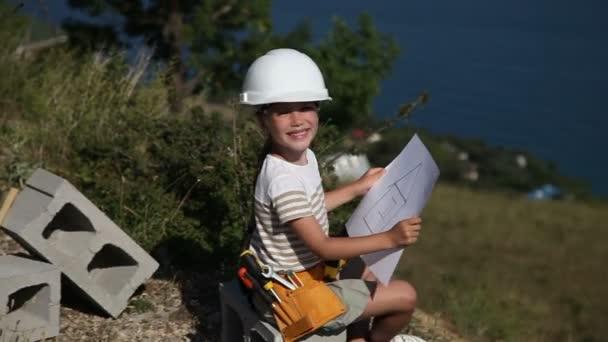 Kleines Madchen Ist Sie Ist In Der Bau Helm Erbauer Halt Die Skala