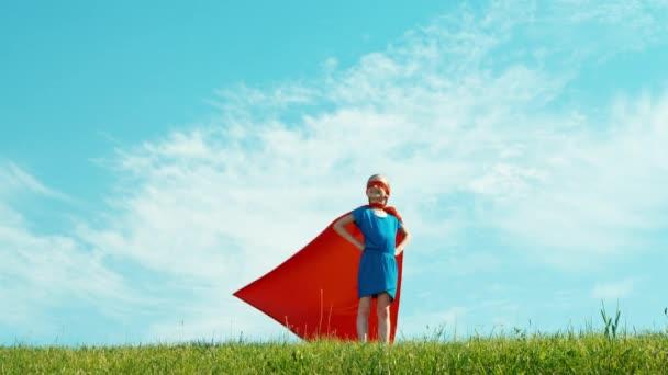 Szuperhős 7-8 éves védi a világ ellen, a kék ég