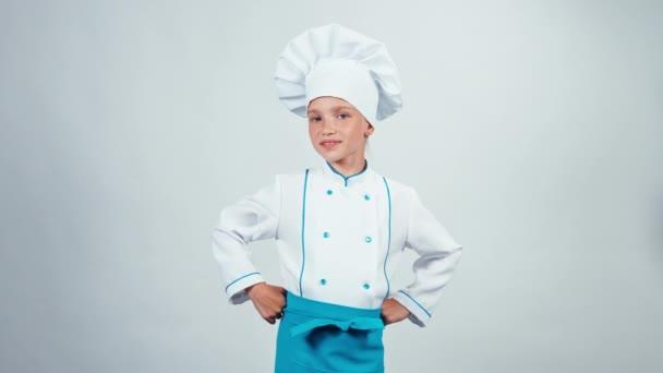 Portré szakács szakács gyermek 7-8 év rendben mutatja a kamera állandó elszigetelt fehér background
