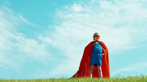 Szuperhős 7-8 éves védi a világ. Kicsinyítés/nagyítás