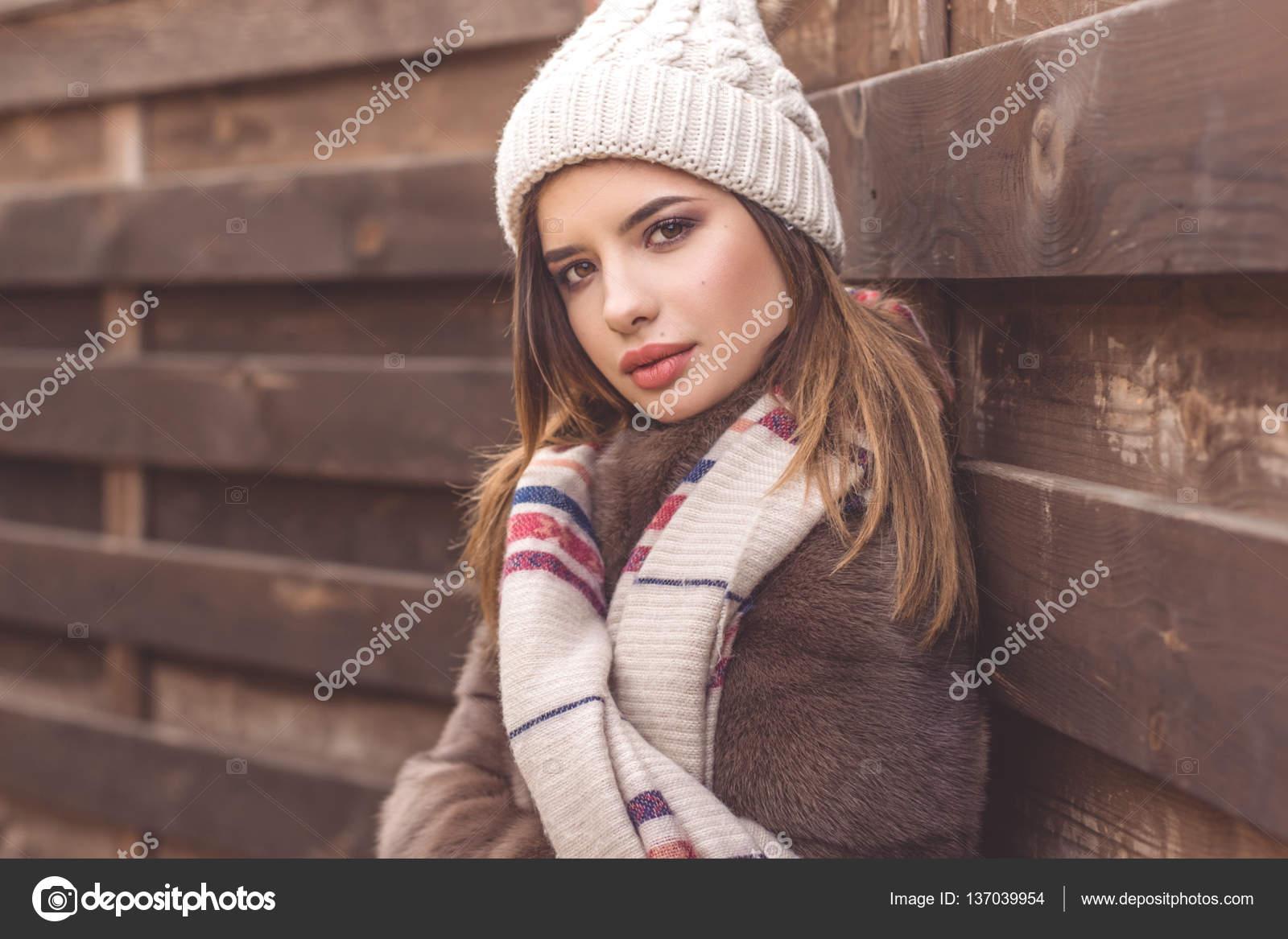 Download pretty teen girl — 2