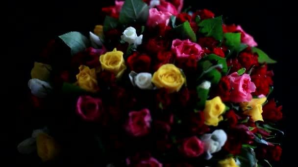 Fekete háttér színes Rózsa csokor. 1920 x 1080