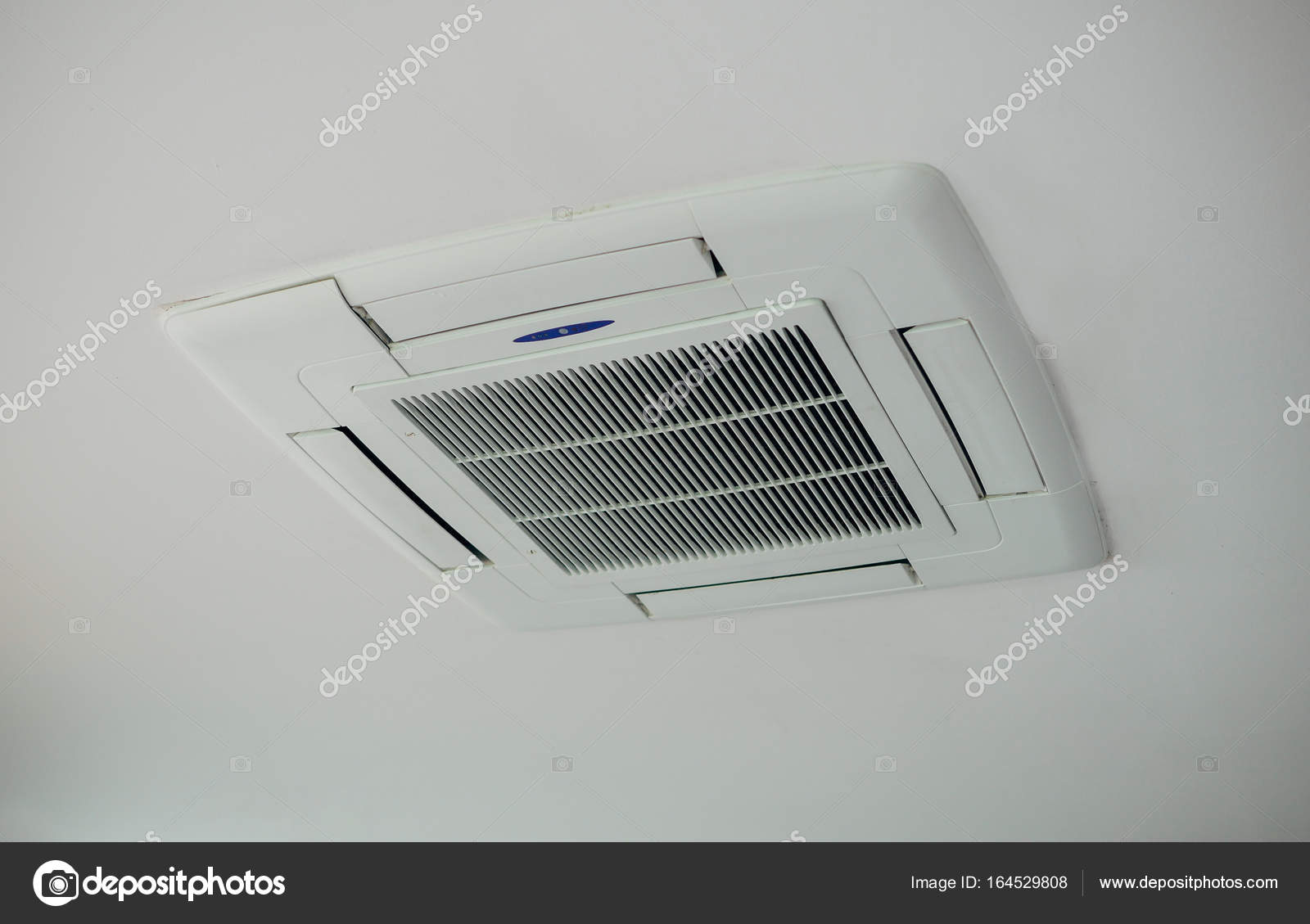 Ceiling mounted cassette type air conditioner — Stock