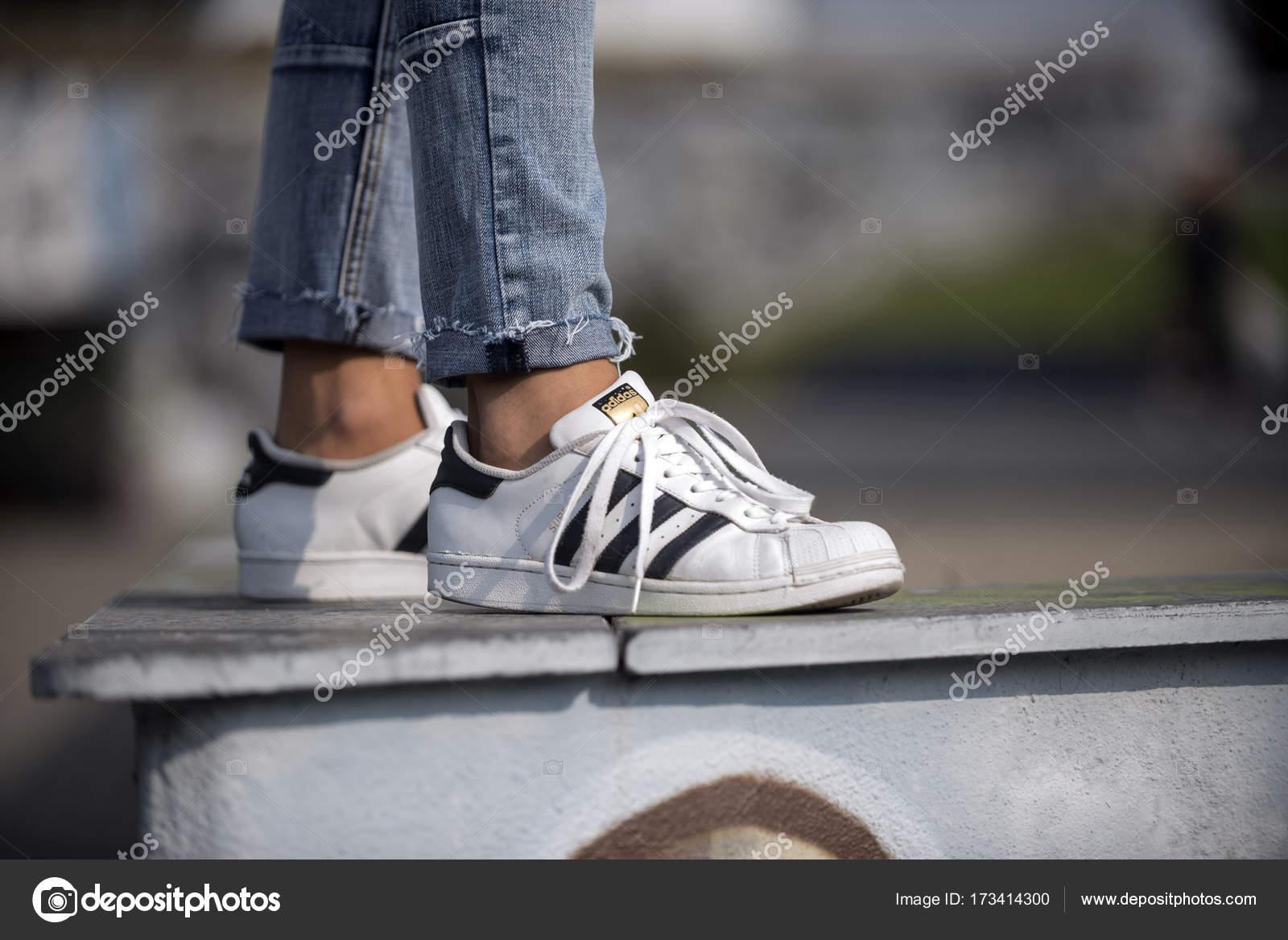 Superstar Adidas Auf Italien Schuhe September Mailand 2017 xerCBoWd
