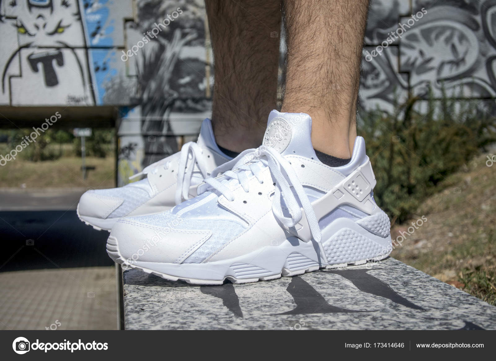 Italien Schuhe Nike Auf 2017 Juli Der Mailand Huarache qUMpSzV
