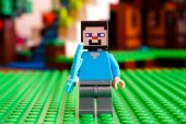 LEGO Minecraft. Steve s diamantovým mečem