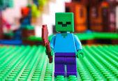 LEGO Minecraft. Minifigurka zombie na zelené podstavec