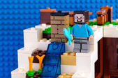 LEGO Minecraft. Minifigurku Steva s mečem postaví W
