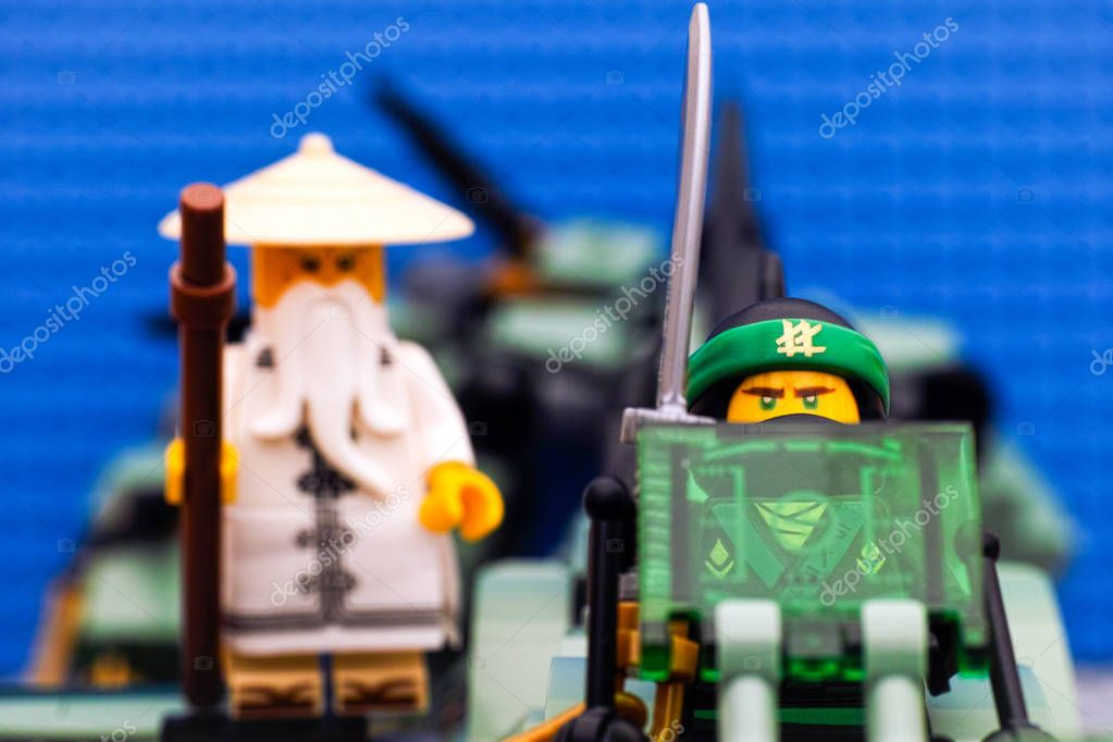 Lego ninjago movie le flying ninja vert et wu sur ninja vert photo ditoriale rosinka79 - Ninja vert lego ...