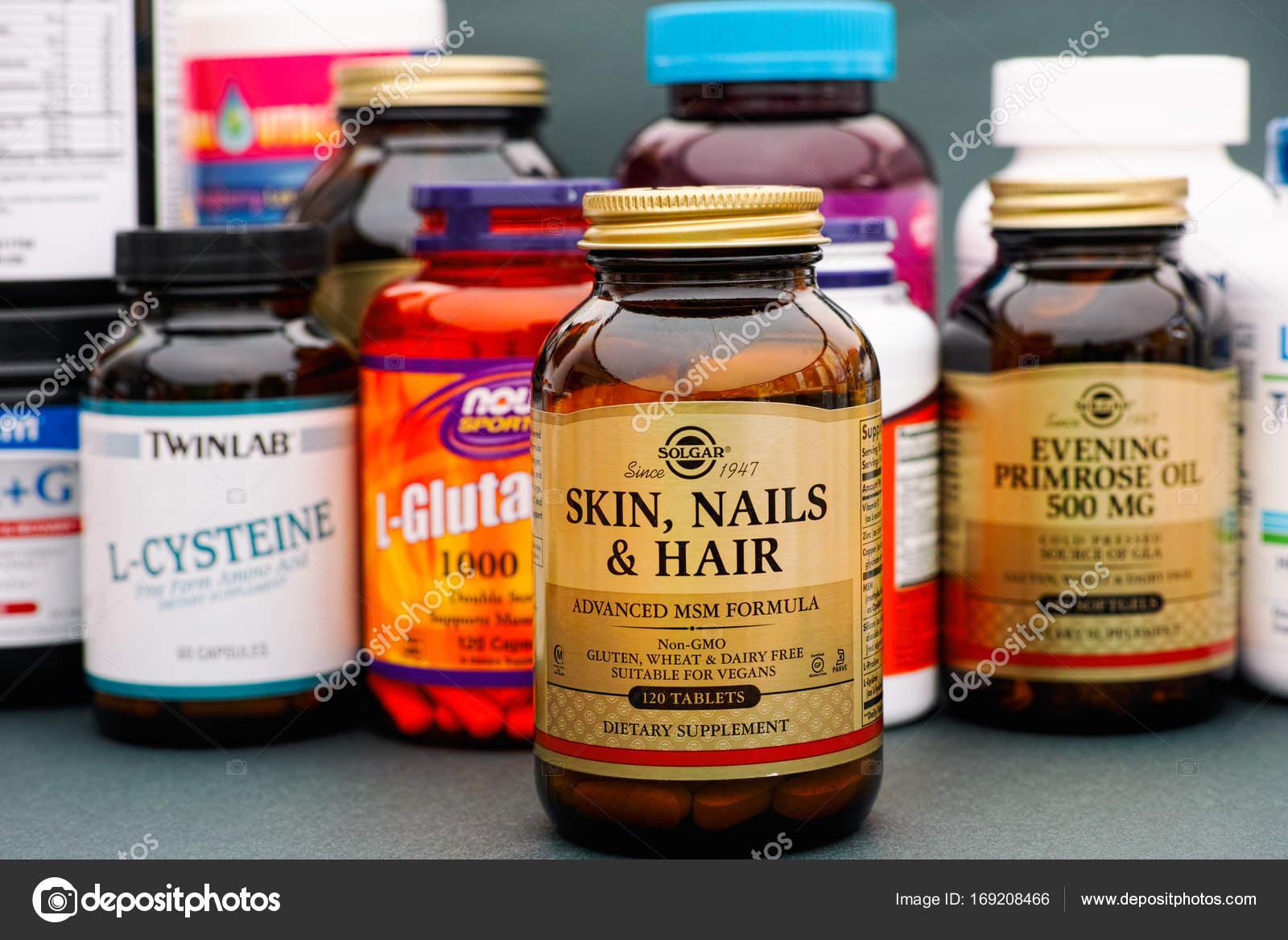 Piel, uñas y pelo botella de Solgar. Algunas botellas con vitaminas ...