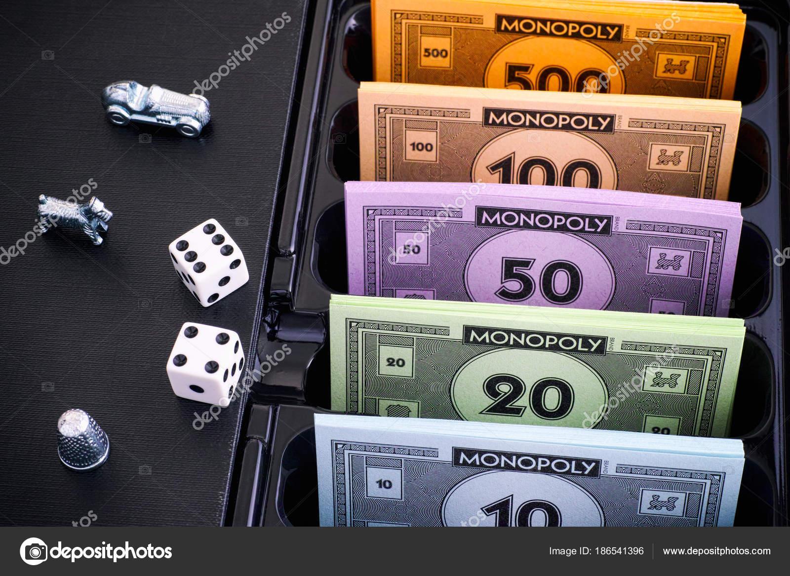 Caja De Juego De Mesa Monopolio Con Paquetes De Dinero Fichas Y
