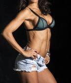 Fitness junge muskulöse Frau