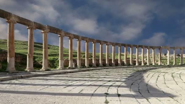 forum (ovale plaza) in gerasa (jerash), jordan. Forum ist ein asymmetrischer Platz am Anfang der Kolonnadenstraße, die im ersten Jahrhundert erbaut wurde. ad