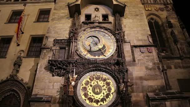 Noční pohled na středověký orloj na Staroměstské náměstí v Praze, Česká republika