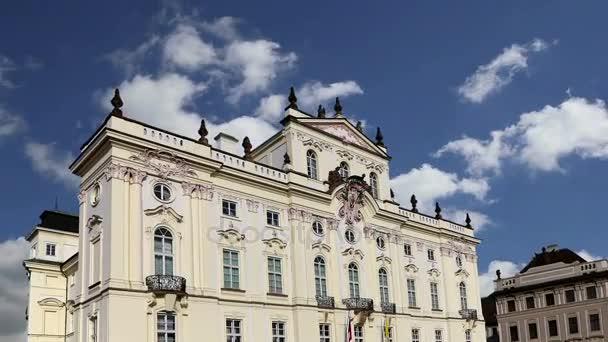 Arcibiskup Palace, slavné budovy u hlavního vchodu v The Prague Castle, Česká republika. Praha je jedním z nejnavštěvovanějších kapitálu v Evropě