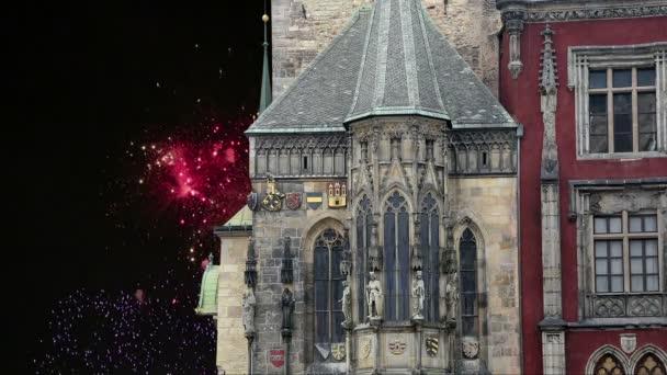 Staroměstská radnice a svátek ohňostrojů v Praze, pohled od Staroměstského náměstí, Česká republika