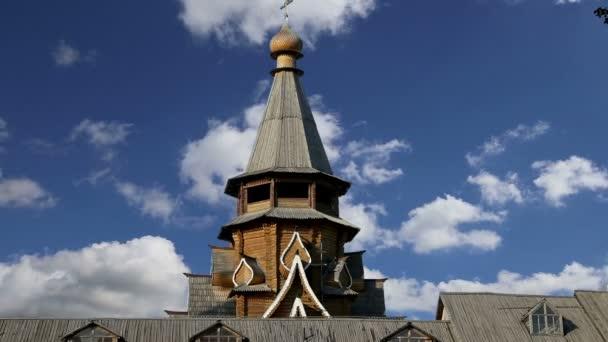 Kirche des Heiligen Nikolaus in Izmailovsky Kreml (Kreml in Ismailowo), Moskau, Russland. Die neue Kirche, erbaut in den Traditionen der russischen Holzarchitektur
