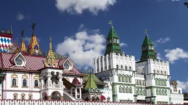 Izmailovsky Kremlin (Izmailovo Kremlin), Moskova, Rusya - müzeler, restoranlar, fuarlar ve piyasalar ve diğer birçok konumlar da dahil olmak üzere en renkli ve ilginç şehir yerlerinden biridir