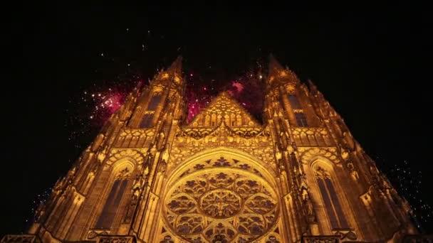 St. Vitus Cathedral (katedrála) a svátek ohňostrojů – Pražský hrad a Hradčany, Česká republika