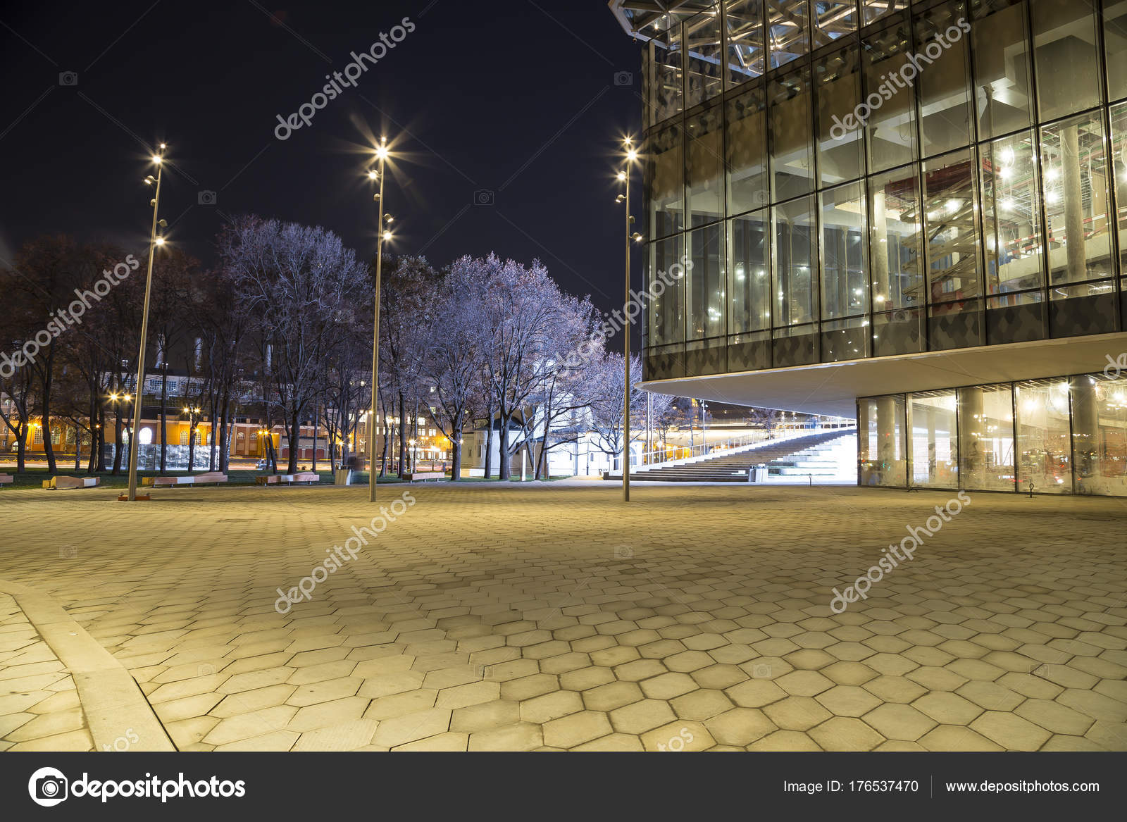 Zaryadye Park will work at night 38