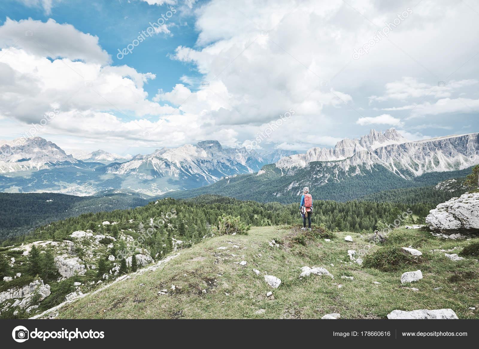 Kletterausrüstung Zug : Bergsteiger vor aufstieg u2014 stockfoto © furtaev #178660616