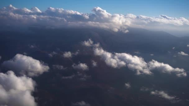 mraky se rychle pohybují
