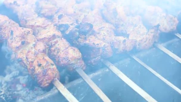 Výborné vepřové kebab na grilu venku