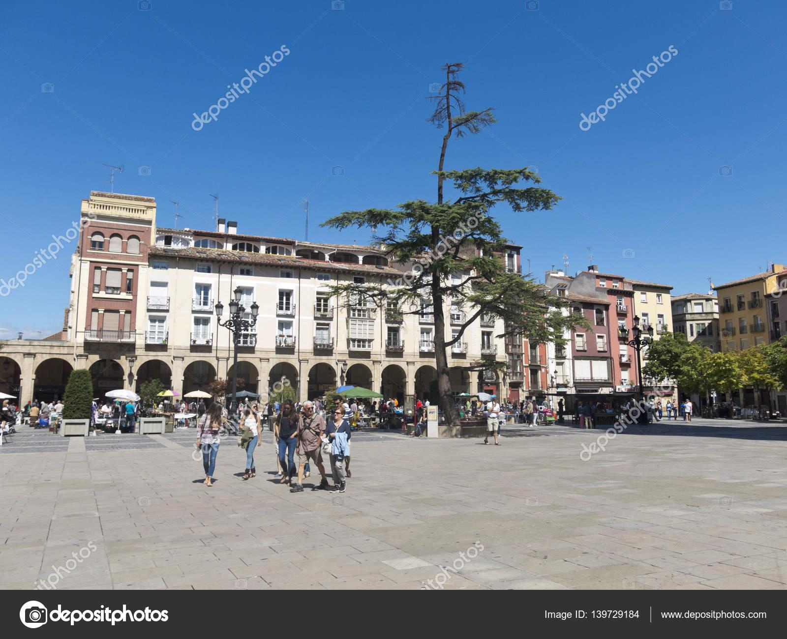 logrono arcades in mercado plaza square la rioja ストック編集用