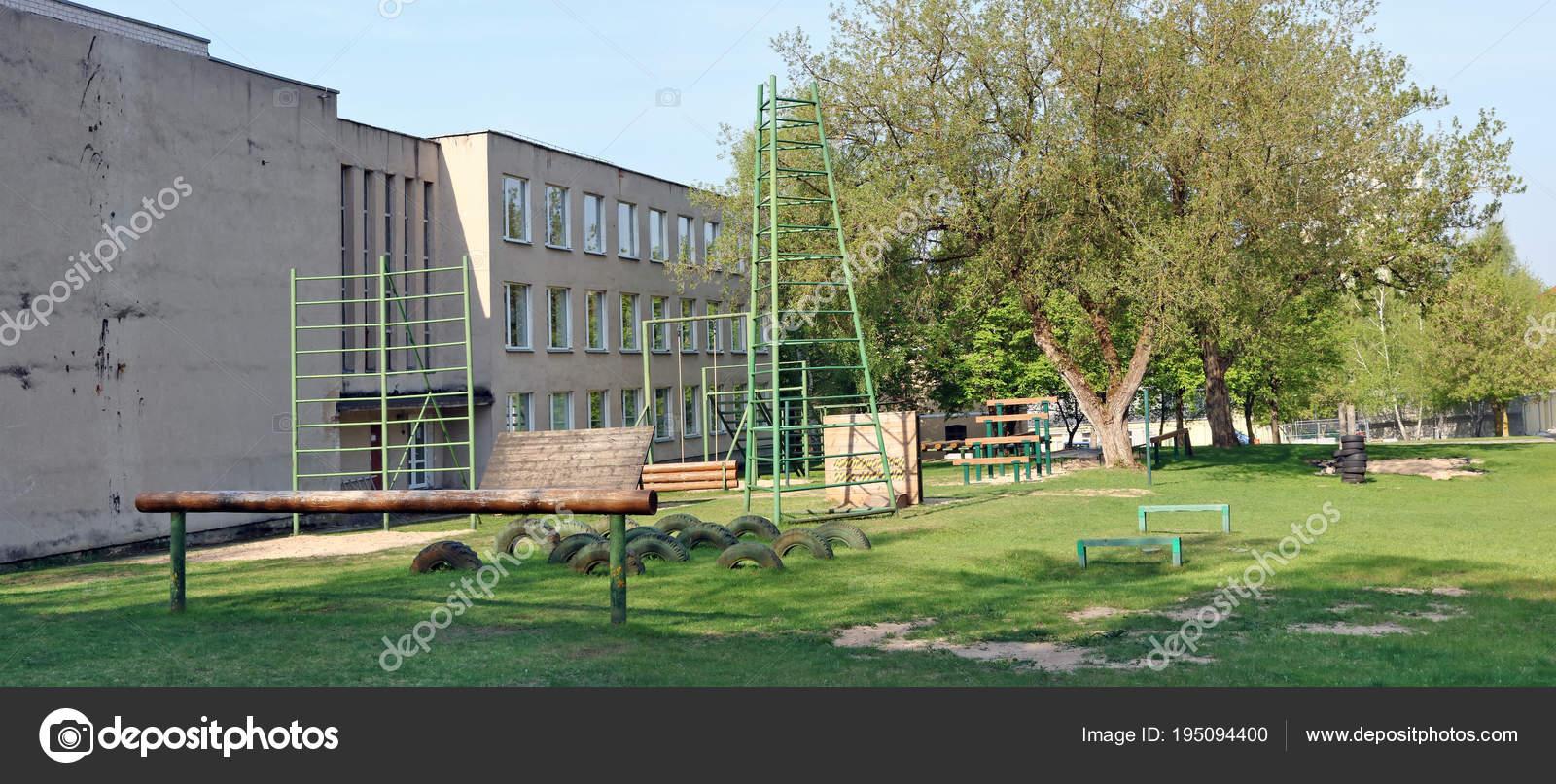 e38662589 ... 2018  Simuladores de esportes e de obstáculos no território dos nomes  Lituano academia militar do General Jonas Zemaitis. A Academia foi fundada  em 1992 ...