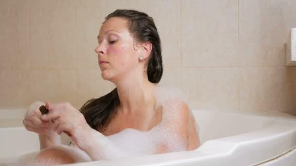 Девушка принимает ванну видео фото 510-940