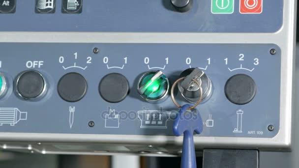 Ovládací panel pro ovládání Cnc ohýbačka. Několik klávesy a tlačítka pro snadné vytváření komponent