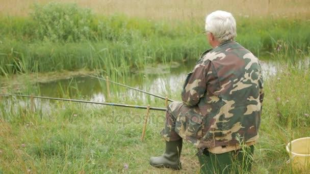 как найти червей для рыбалки летом