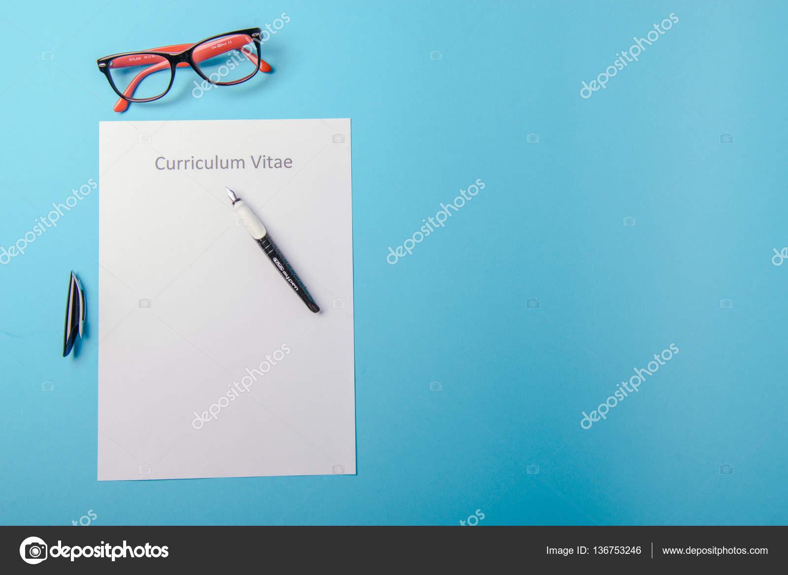 Curriculum vitae, escrito en un papel blanco en blanco — Fotos de ...